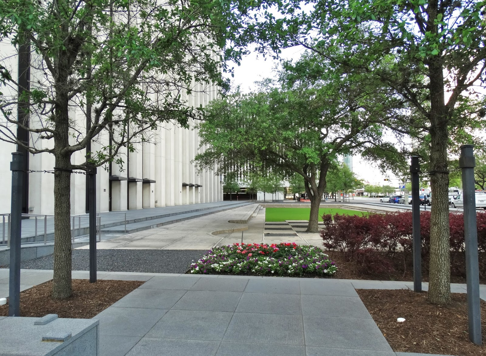 601 jefferson street houston tx 77002 - Plaza And Landscaping On South Side Of Kbr Tower March 2016