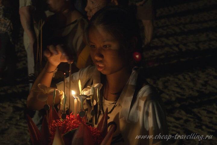 Девочка на празднике Лои Кратонг