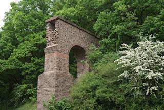 Ein Stück der restaurierten Aquäduktbrücke
