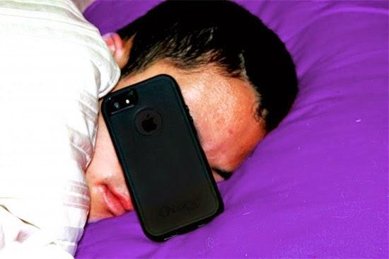 Dormindo com o celular