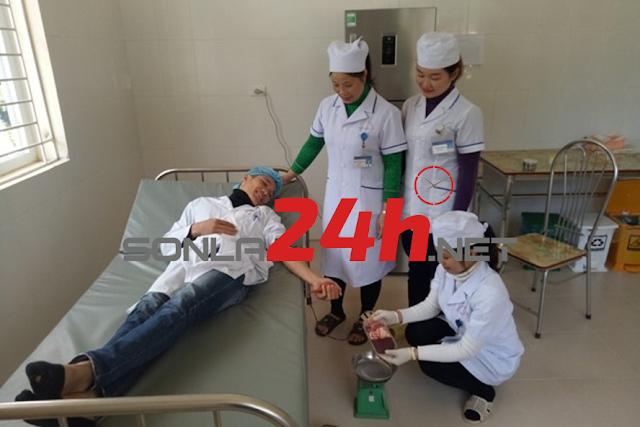 Bắc Yên: Kỹ thuật viên, đoàn viên Bệnh viện Bắc Yên hiến máu cứu sản phụ đẻ tại nhà