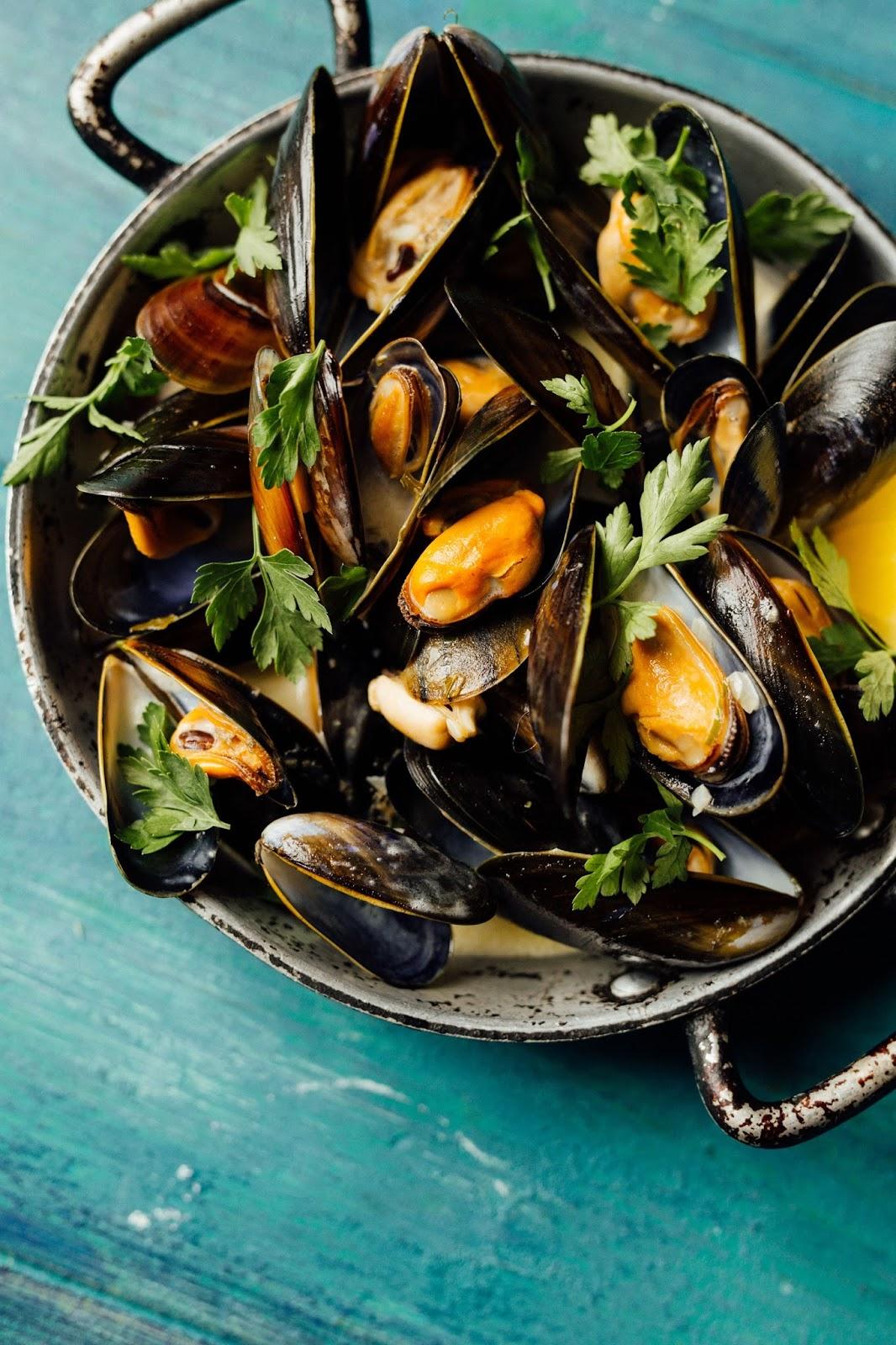 How To Make Bill's Restaurants Speedy Mussels With Cider Cream