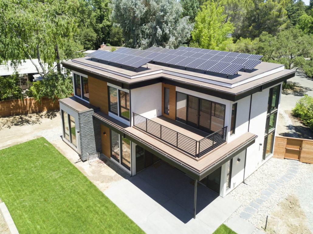 Una casa 100 autosuficiente dotada de paneles solares y - Bateria para casa ...