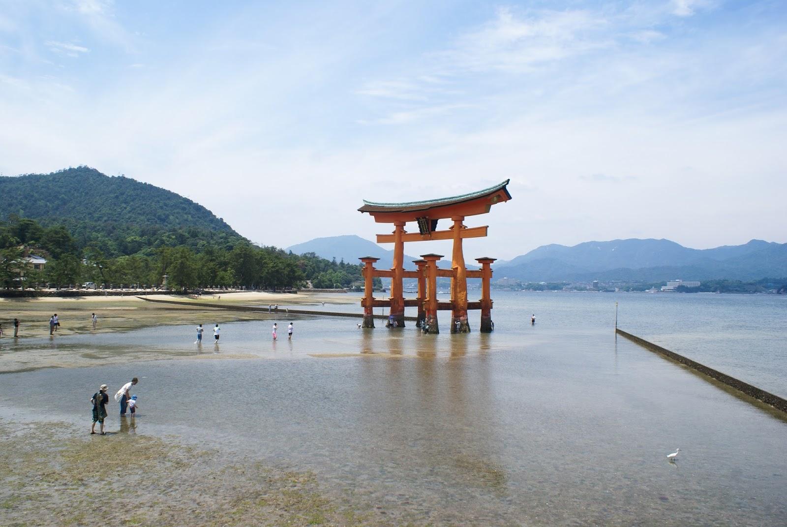 torii miyajima itsukushima japan