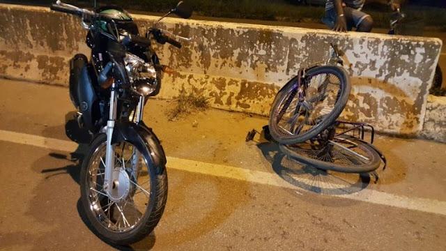 Ciclista vai atravessar faixa de pedestre e é arremessado por motoqueiro na BR 364