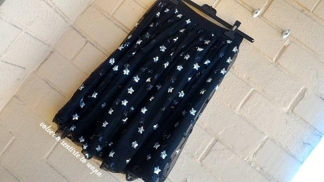Falda de tul negro y estrellas plata