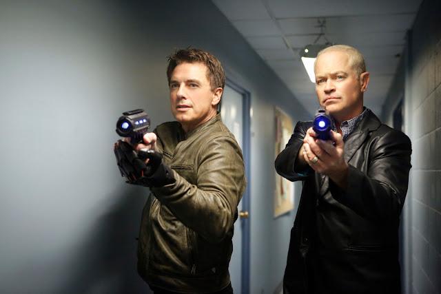 Malcolm Merlyn y Damien Darhk LOT Season 2