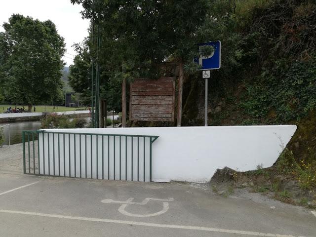 Parque estacionamento para pessoas incapacitadas
