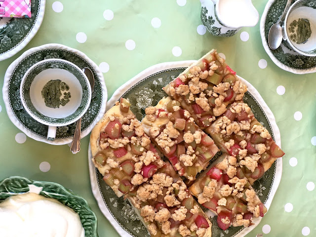 Rhabarberkuchen, lecker und vor allem weniger süß.