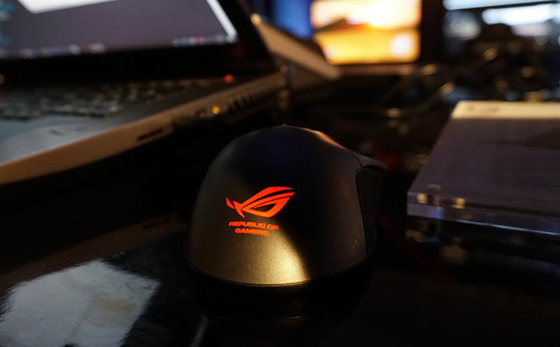 ASUS ROG GX800 High End Gaming Notebook Mouse Gladius untuk para Sultan