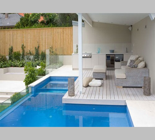 Desain Rumah  Dengan Kolam  Renang  Mini Kecil Dan Taman