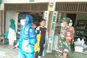 Serma Donal dan Warga Semprot Desinfektan di Desa Ujung