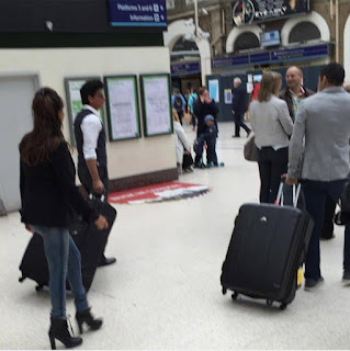 Shah Rukh Khan and Gauri Khan spotted at Charing Cross railway station