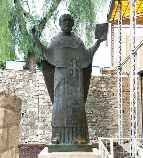 aziz nicholaos heykeli