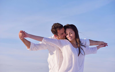 beautifull-Happy-love-of-young-couple-picturecollection