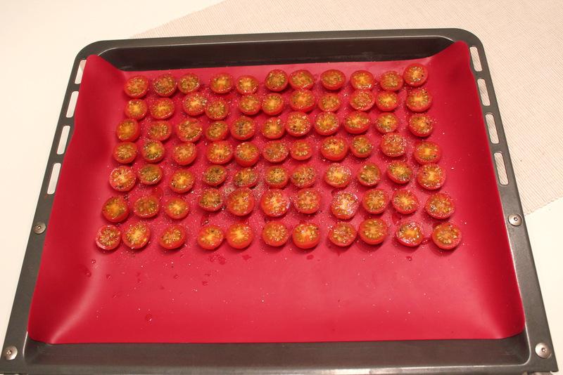Tarte Tatin Surprise von Yotam Ottolenghi – Rezept für eine Tarte mit Tomaten und Kartoffeln aus dem Kochbuch Genussvoll vegetarisch | Arthurs Tochter kocht. von Astrid Paul. Der Blog für food, wine, travel & love