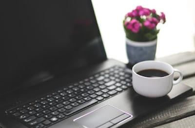 laptop dan kopi
