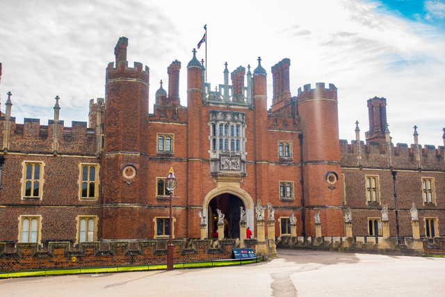 how to get to highclere castle from central london
