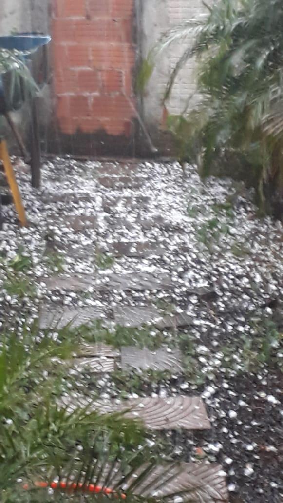 Chuva de granizo em Cajobi surpreende moradores