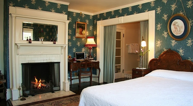 Looking for a Pacific Grove hotel? Martine Inn is a historic inn overlooking the Bay. Complimentary gourmet breakfast, fireplaces & more. Book online!
