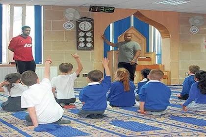 Saat Ibu Non-Muslim Memasukan Anaknya Ke Dalam Masjid