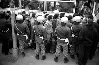 Le forze dell'ordine sgombrano la Pantanella.  Roma, 31 gennaio 1991 (Foto: Stefano Montesi)