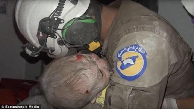 Meski Tertimpa Reruntuhan Selama 2 Jam, Bayi Suriah Ini Ditemukan Dalam Keadaan Hidup
