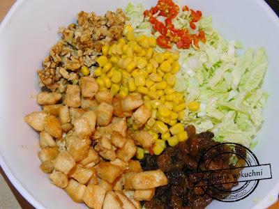 Sałatka bakaliowa bakalie rodzynki orzechy morele śliwki węgierki przepis składniki do sałatki kurczak filet goście zimna płyta orzechówka chilli