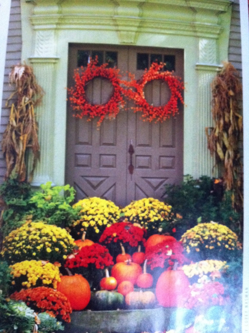 maison decor pumpkins say fall
