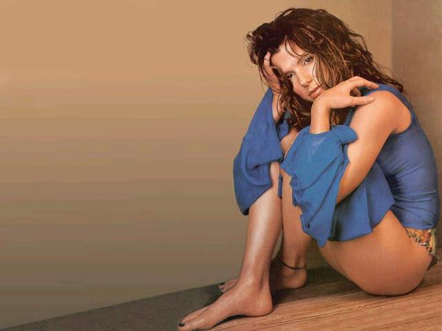 Sandra Bullock Sexy Pictures