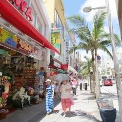 国際通りにある、占い館や占い専門店、宮古出身のユタを探してみる