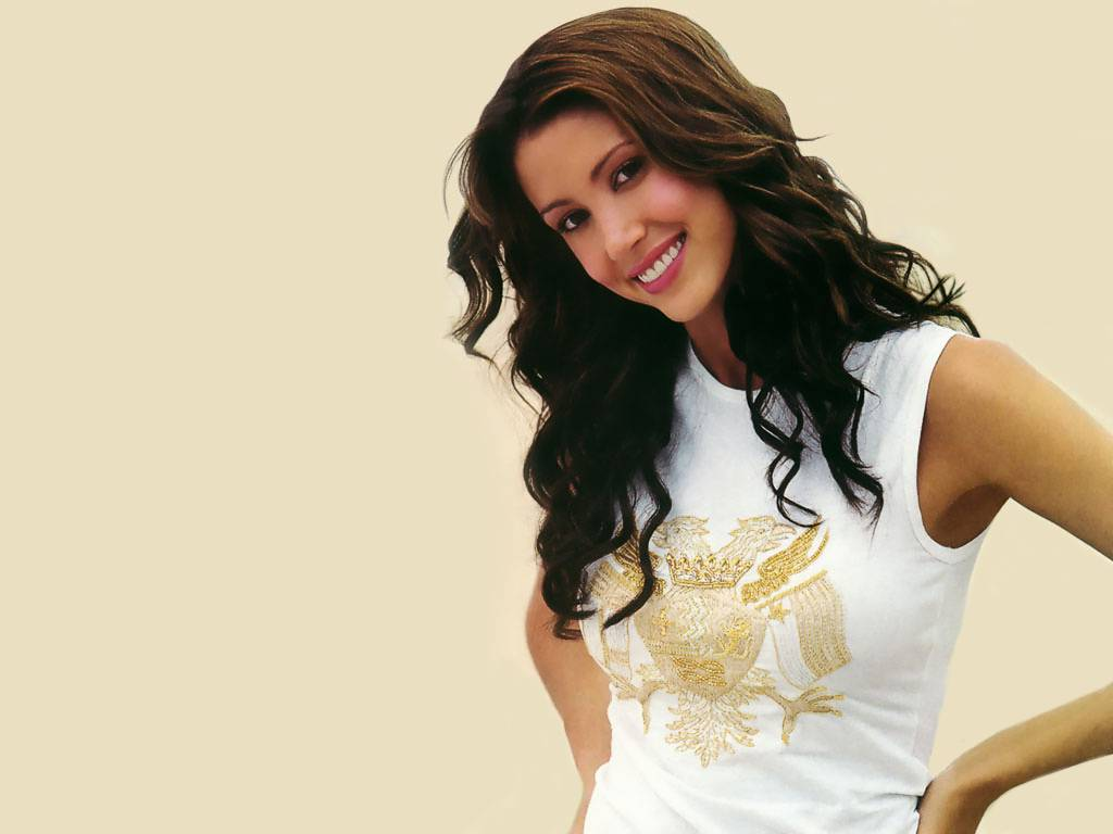Shannon Elizabeth Lovely Wallpaper