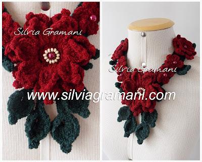 colar de crochê com flores em lã