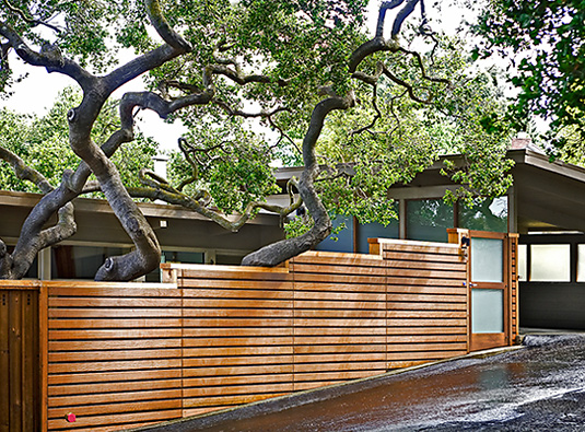 gard teren in panta proiect gradina in panta imprejmuire cu lemn design modern proiect gradina cu gard