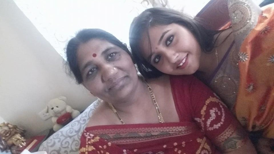 Kajal Raghwani Cute Picture with Mother (Maa). Actress Kajal Raghwani HD Wallpapers