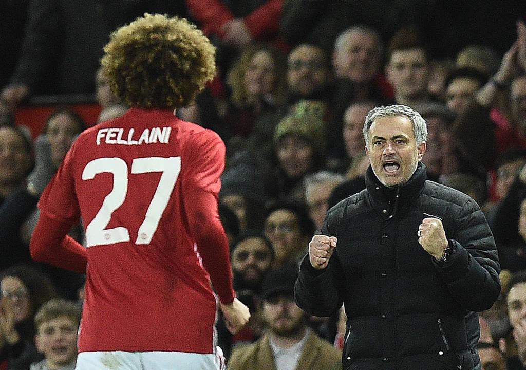 O belga Marouane Fellaini acabou com o jejum de gols e vibrou com o técnico Jose Mourinho (Foto: AFP PHOTO / Oli SCARFF)