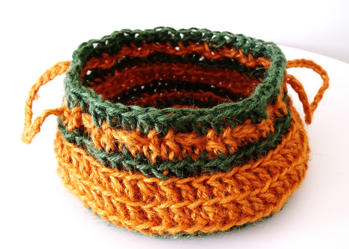 free crochet patterns, baskets, bowls, jute baskets, how to crochet,