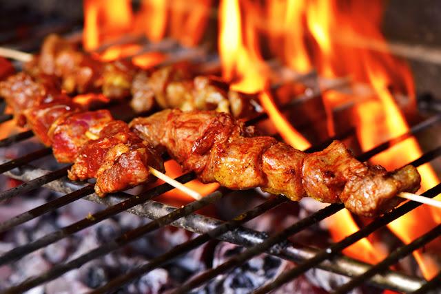 5 Bahaya Makan Makanan yang Dibakar Terlalu Sering
