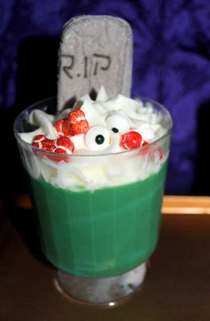 Make yourself a graveyard pudding snack