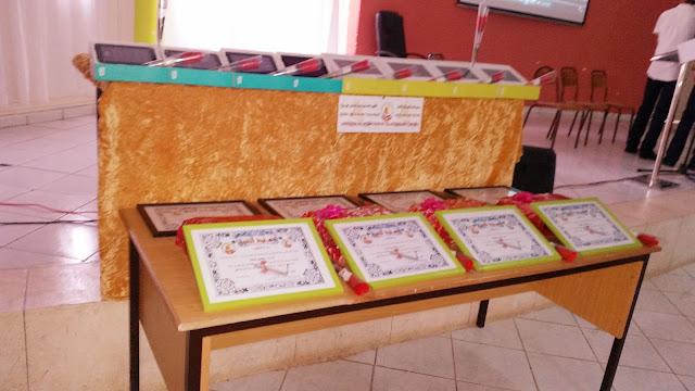 تكريم التلميذات و التلاميذ المتفوقين بإعداديات إمزورن بالحسيمة في حفل التميز الدراسي