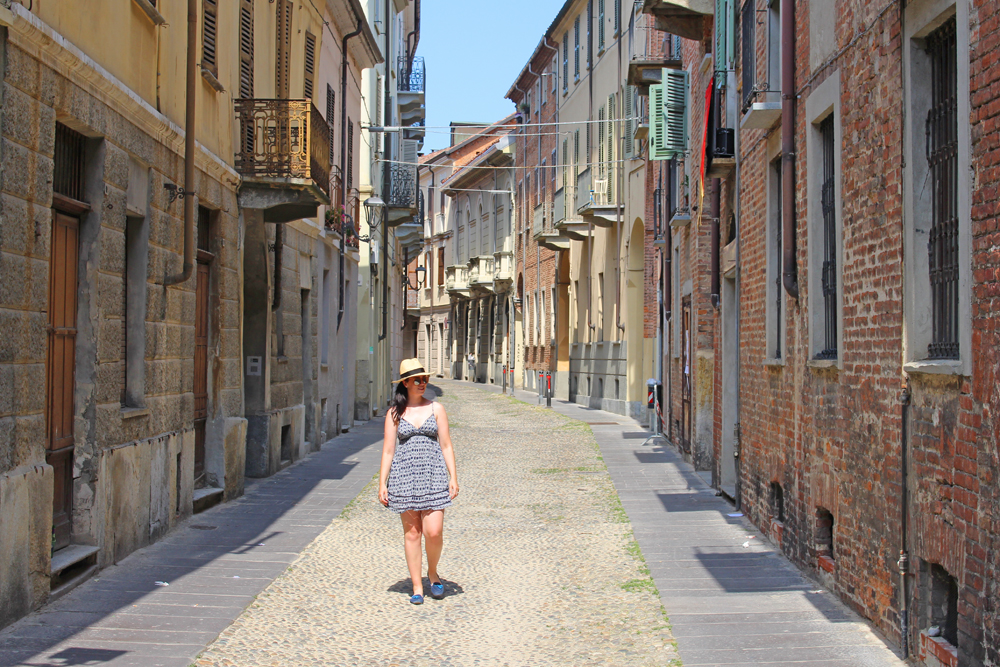 Sunny Asti streets in Piemonte, Italy - travel & style blog