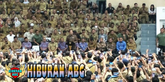 Jokowi-Datang-Menemui-Ribuan-Perangkat-Desa-di-Istora-Senayan