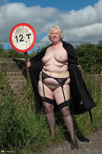 Outdoor Grannies And Matures 95