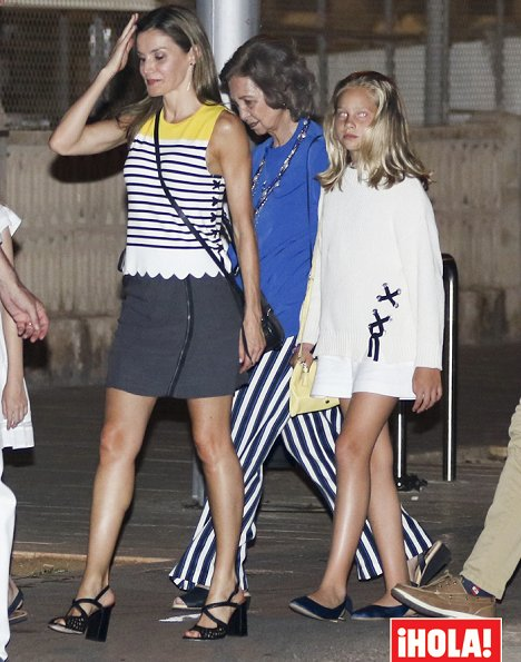 King Felipe,İnfanta Cristina, former Queen Sofia İnfanta Sofia and Princess leonor at the dinner. Queen Letizia wore Mango striped knit top/blouse