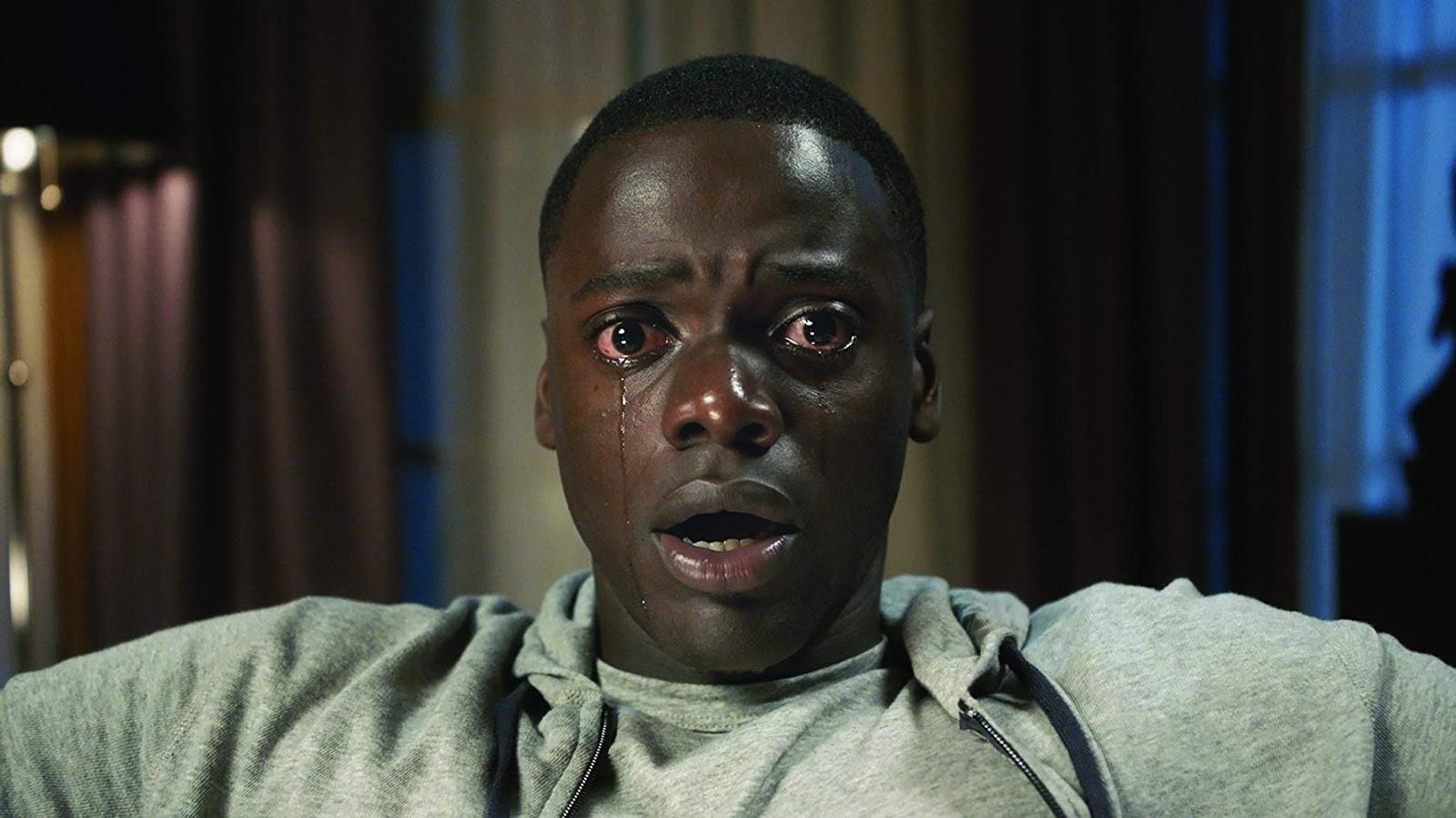 """Ator principal do Filme """"CORRA!"""" em expressão de assustado e chorando."""