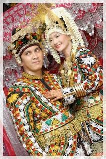 Daftar Nama Pakaian Adat Tradisional Daerah di Indonesia