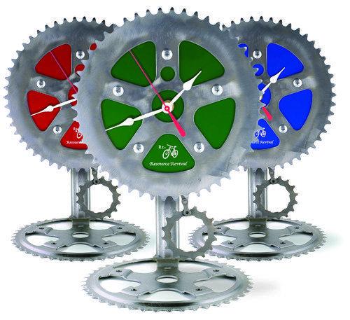 Reloj reciclando piezas de bicicleta
