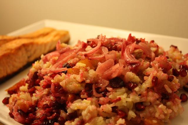 paistettu riisi granaattiomena paahdettu lohi kala