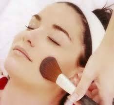 Trik Make Up Samarkan Noda Jerawat