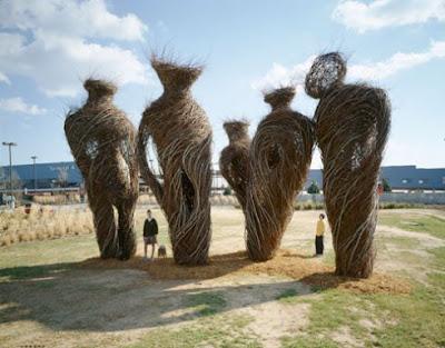 Escultura con ramas